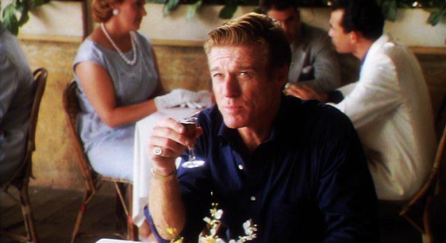 Robert Reford als Jack Weil, der hier in einem Restaurant sitzt, Copyright: Mirage Enterprises, Universal
