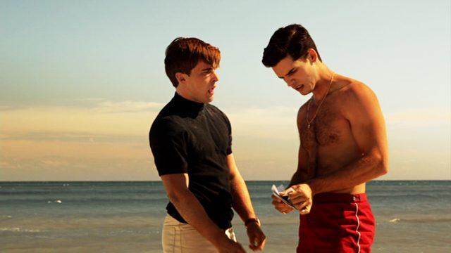 Ike Evans' Söhne Danny und Stevie am Strand (Christian Cooke und Steven Strait)