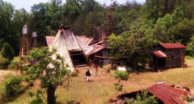 Jim Maldens Zeltzuhause im Wald, Copyright: Hemdale, Sagittarius, Orion