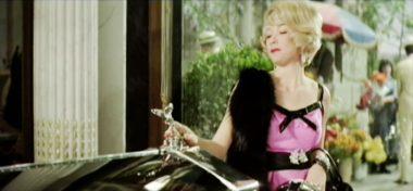 Szene aus 'Der gelbe Rolls-Royce (1964)'