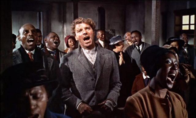Elmer Gantry (Burt Lancaster) singt in der Kirche