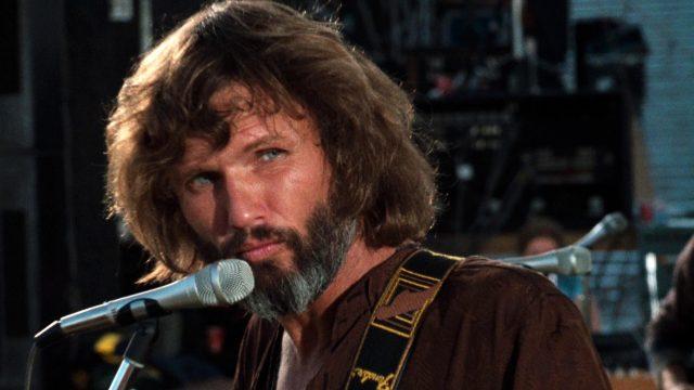 Kris Kristofferson als John Norman Howard am Mikrofon, Copyright: Warner Bros.
