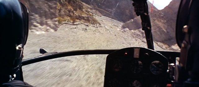 Helikopterflug aus der Cockpit-Perspektive