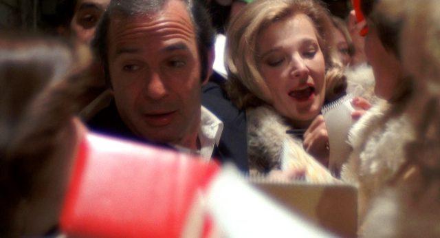 Manny Victor (Ben Gazzara) und Myrtle Gordon (Gena Rowlands) inmitten einer Menschentraube