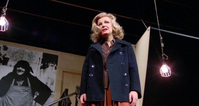 Gena Rowlands als Myrtle Gordon auf der Theaterbühne