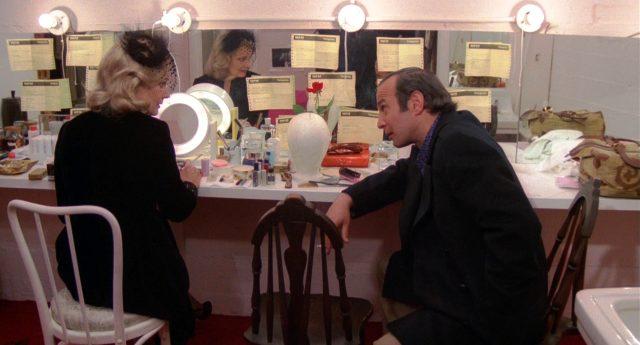 Myrtle Gordon (Gena Rowlands) in ihrer Garderobe im Gespräch mit Manny Victor (Ben Gazzara)