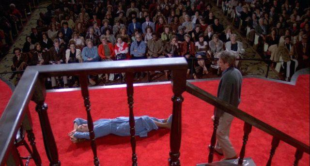 Myrtle Gordon (Gena Rowlands) und Maurice Aarons (John Cassavetes) auf der Bühne während einer Aufführung vor Publikum