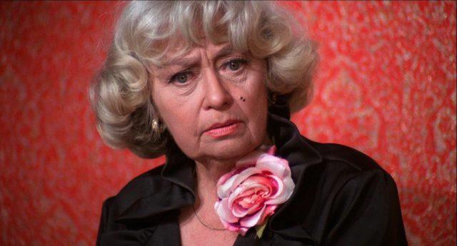 Joan Blondell als Bühnenautorin Sarah Goode