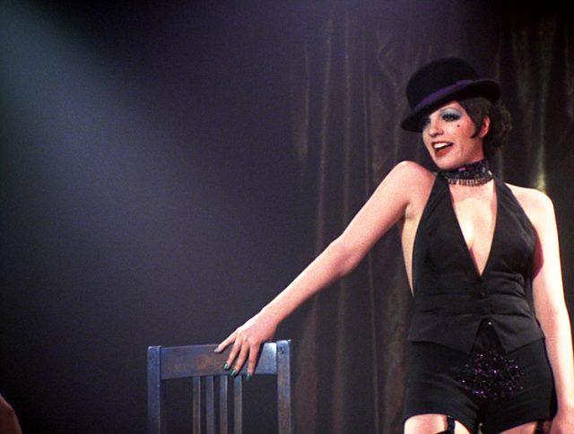 Sally Bowles (Liza Minnelli) bei einem Bühnenauftritt