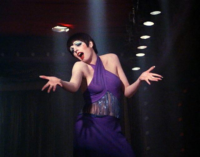 Sally Bowles (Liza Minnelli) bei einem Bühnenauftritt, Copyright: ABC Pictures