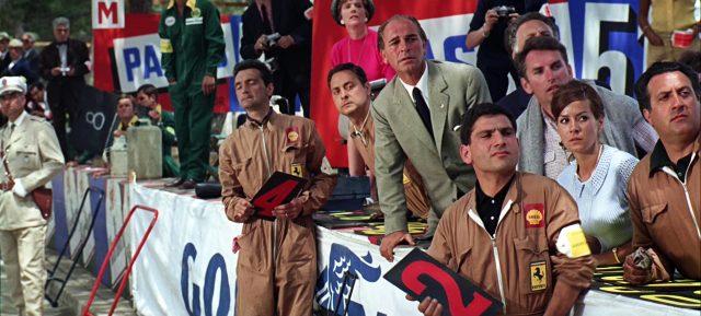 Mitglieder des Team Ferrari während eines Rennens, Copyright: Turner Entertainment