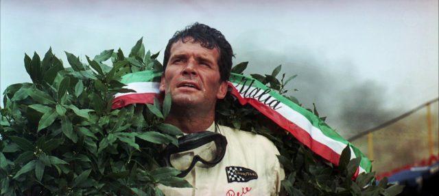 Pete Aron (James Garner) mit Siegerkranz nach einem Rennen, Copyright: Turner Entertainment