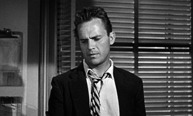 Ralph Meeker als ramponierter Privatdetektiv Mike Hammer, Copyright: United Artists