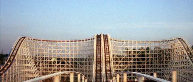 Panoramaaufnahme einer Achterbahn