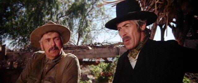 Sheriff Baker (gespielt von Slim Pickens) im Gespräch mit Pat Garrett (gespielt von James Coburn), Copyright: Turner Entertainment, Warner Bros.