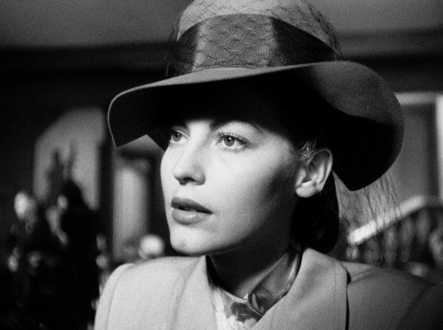 Ava Gardner als Kitty Collins mit Hut