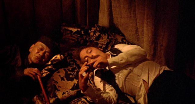 Doc Holliday (gespielt von Stacy Keach) beim Opiumkonsum