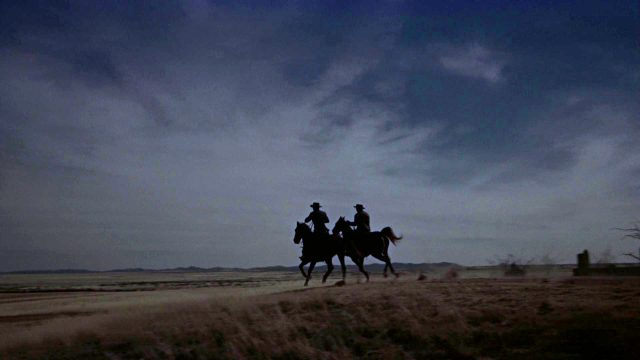 zwei Reiter in der Abenddämmerung