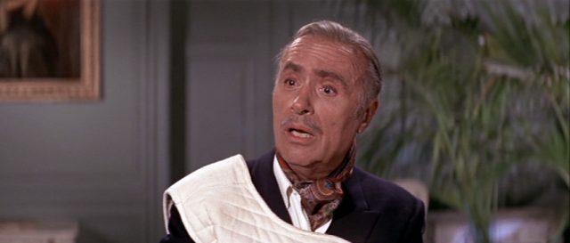 Charles Boyer als Andre Greenlaw mit weißer Schutzweste
