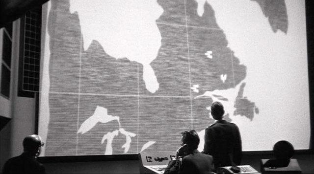 riesiger Monitor, der eine Karte zeigt, Copyright: Columbia