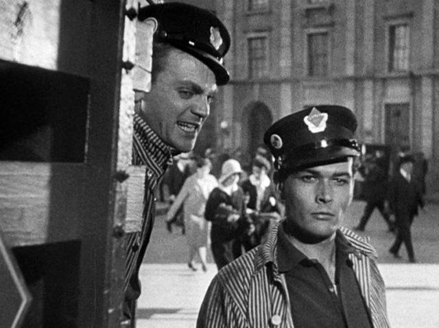 Tom Powers (gespielt von James Cagney) und Matt Doyle (gespielt von Edward Woods) schauen verschlagen, Copyright: Turner Entertainment