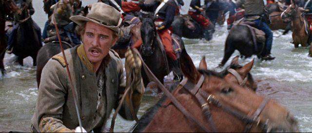 Captain Tyreen zu Pferd im Gefecht, das in einem Fluss stattfindet.