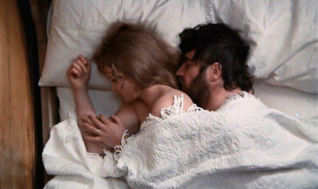 Ursula und Rupert liegen im Bett.