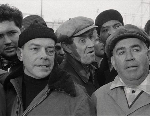Nahaufnahme einer Gruppe Hafenarbeiter.