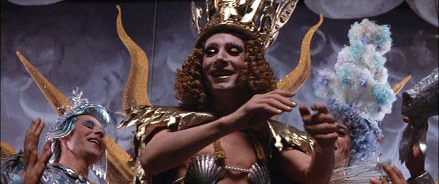 Nahaufnahme von Graham Armitage als kostümierter König Ludwig XIII. bei einer Aufführung.