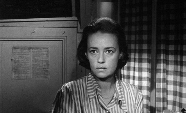 Nahaufname von Jeanne Moreau als Christine in ihrem Hotel.