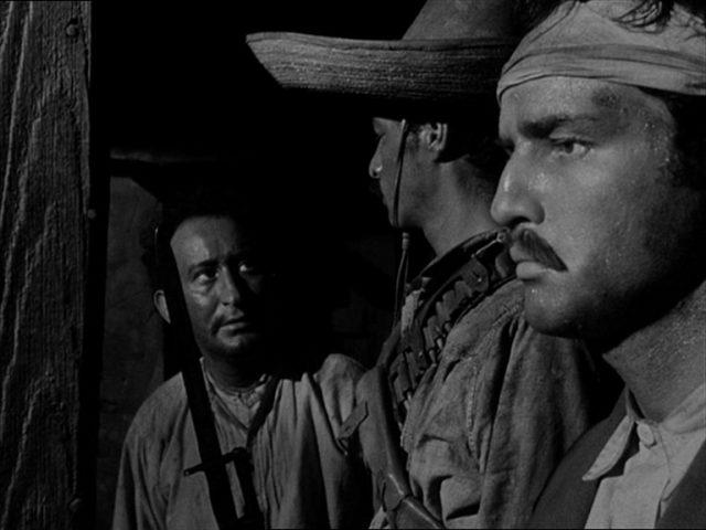 Nahaufnahme von Zapata im Beisein zweier Mitkämpfer.