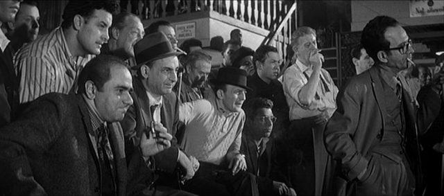 Blick auf das Publikum einer Pool-Partie.