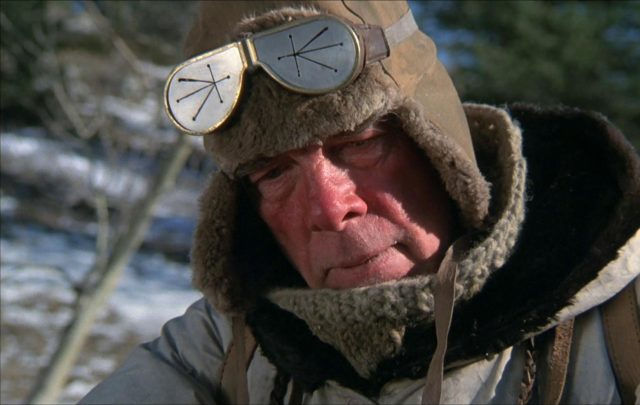 Nahaufnahme von Millen in Schneekleidung.