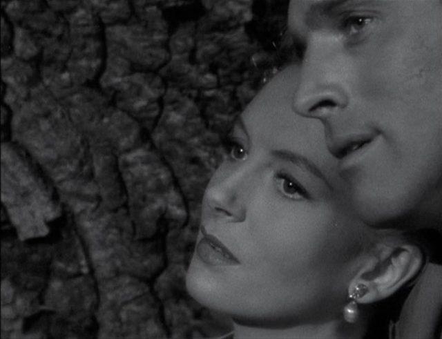 Nahaufnahme von Deborah Kerr und Burt Lancaster als Liebespaar.