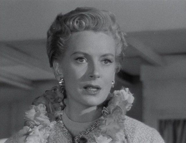 Nauhaufnahme von Deborah Kerr als Karen Holmes.