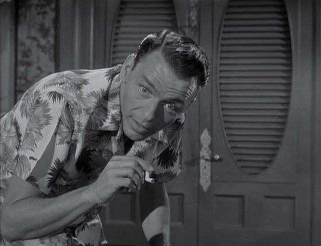 Frank Sinatra als Maggio im Hawaiihemd.