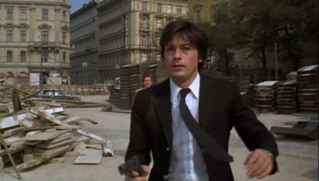 Scorpio, bewaffnet mit einer Pistole, während der Verfolgungsjagd in Wien.