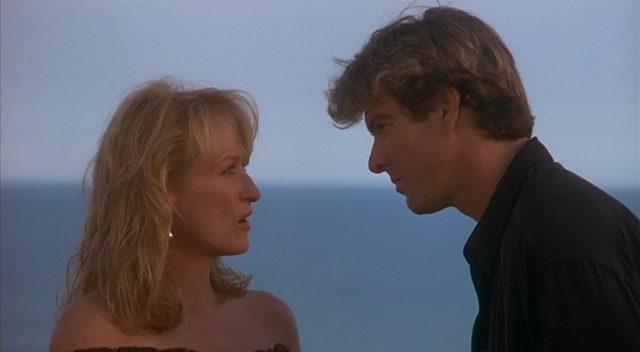 Suzanne im Gespräch mit Jack, im Hintergrund der Pazifik.