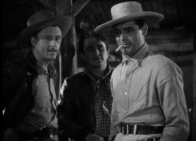Les, Joe und Geoff mit Zigarette und Hut im Hauptquartier.