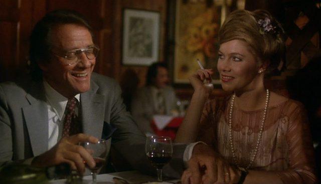 Das Ehepaar Walker in einem Restaurant.