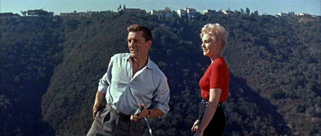 Larry und Maggie genießen die Aussicht in den Hügeln von Bel Air.