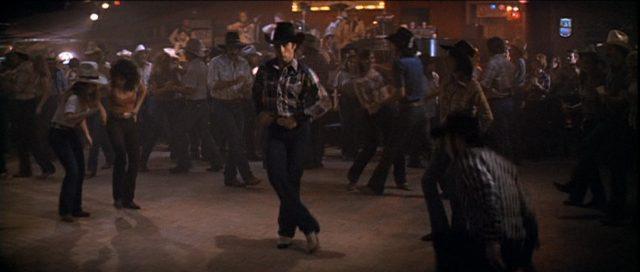 John Travolta als Bud auf der Tanzfläche.