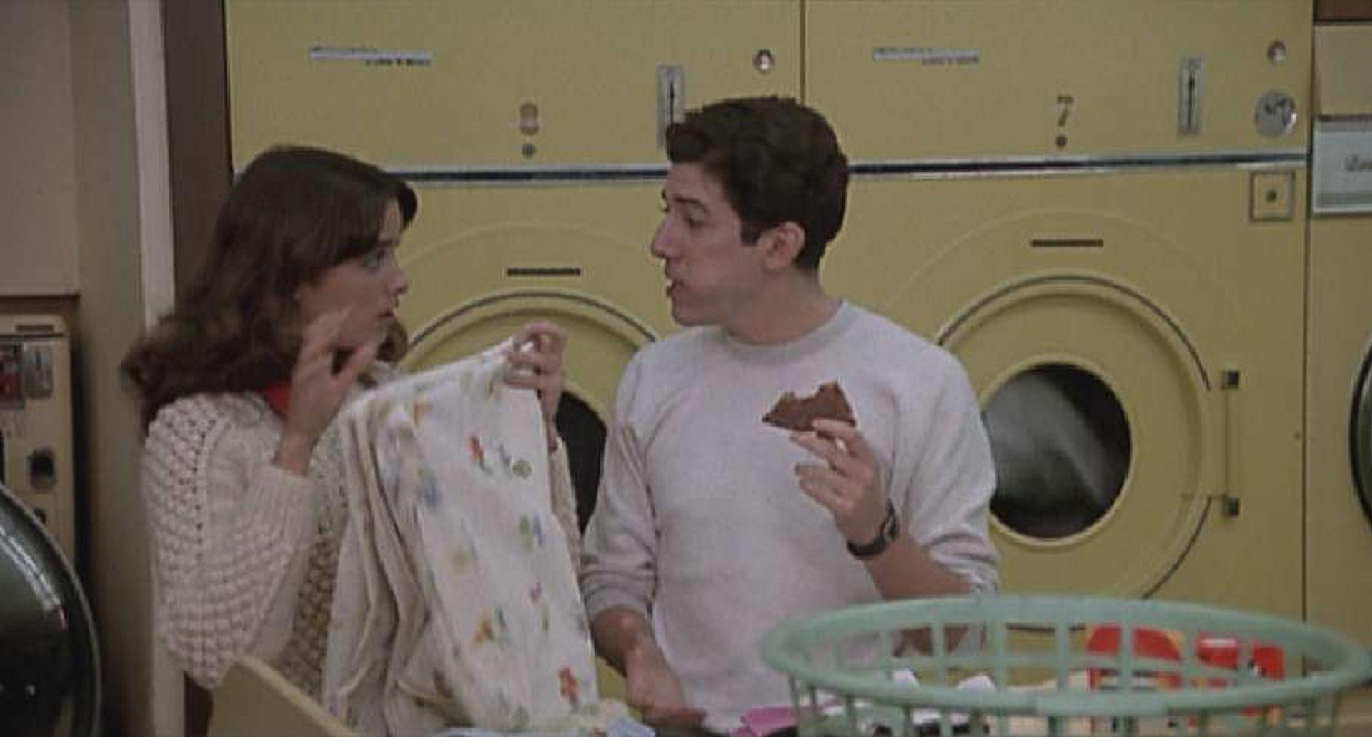 Eine Szene mit Karen Allen in der Wäscherei.