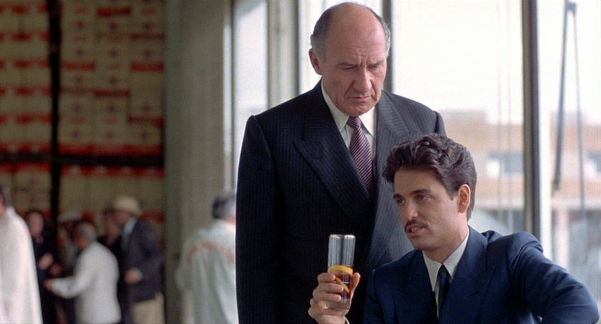 Walter Gotell und Chris Sarandon als Vater und Sohn Pulido.