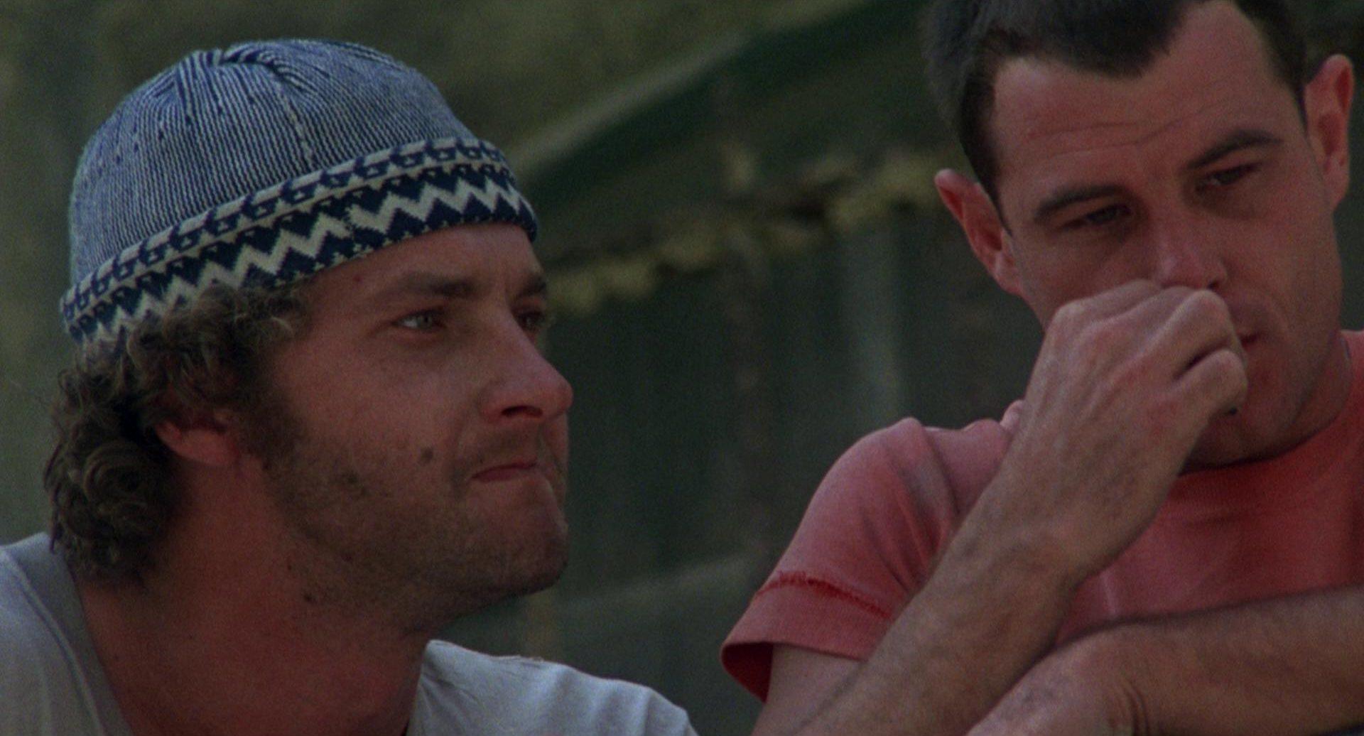 Nahaufnahme von Randy Quaid als Jimmy Booth an der Seite seines Mithäftlings Billy Hayes.