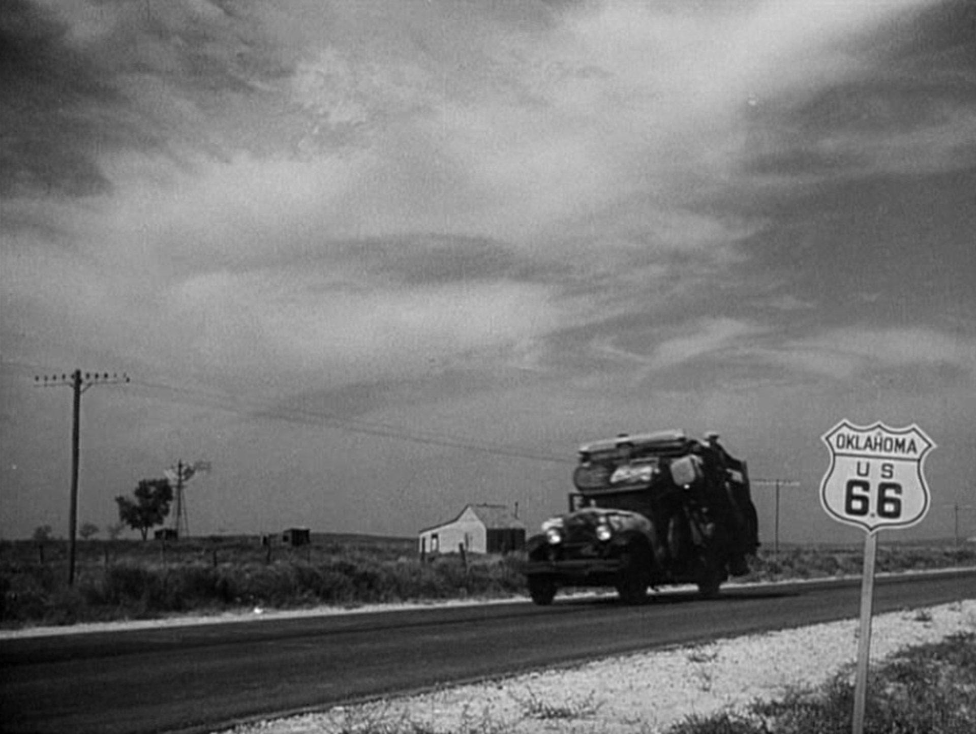 Der schwer beladene Joad-Truck unterwegs auf dem Highway 66.