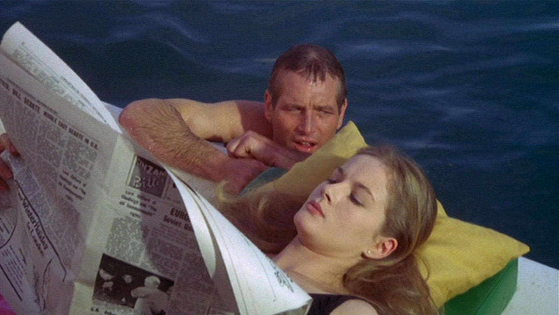 Paul Newman und Dominique Sanda beim Baden.