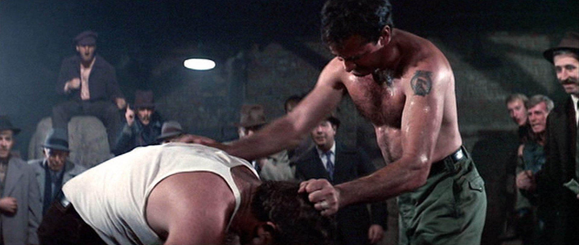 Ruppige Gewalt in einer Faustkampfszene.